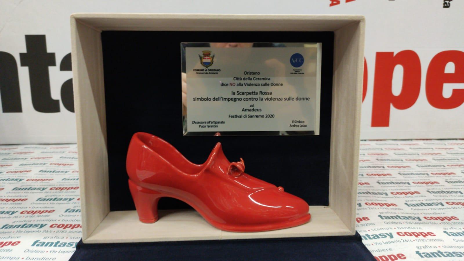 la scarpetta rossa che sarà donata ad amadeus