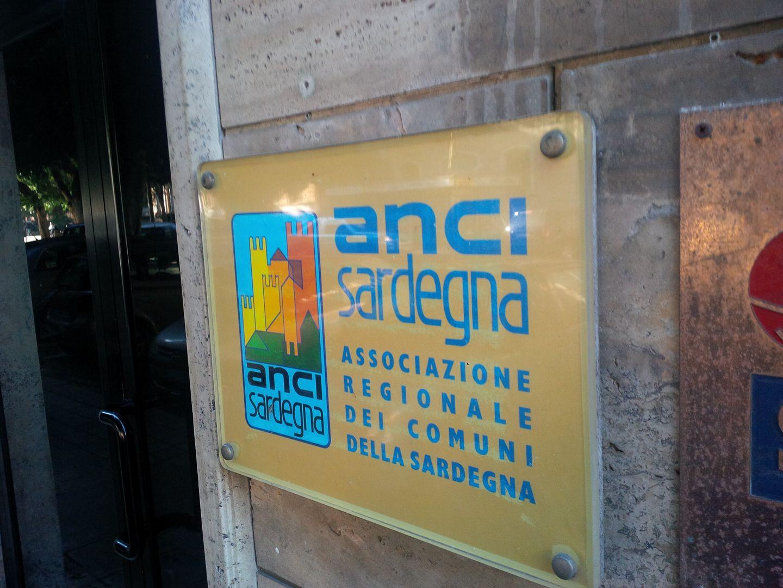 ANCI Sardegna Cagliari 7 marzo 2020 CORONAVIRUS: I SINDACI SARDI ACCOLGONO L'APPELLO DEL PRESIDENTE MATTARELLA E RILANCIANO SUI CONTROLLI IN PORTI E AEROPORTI